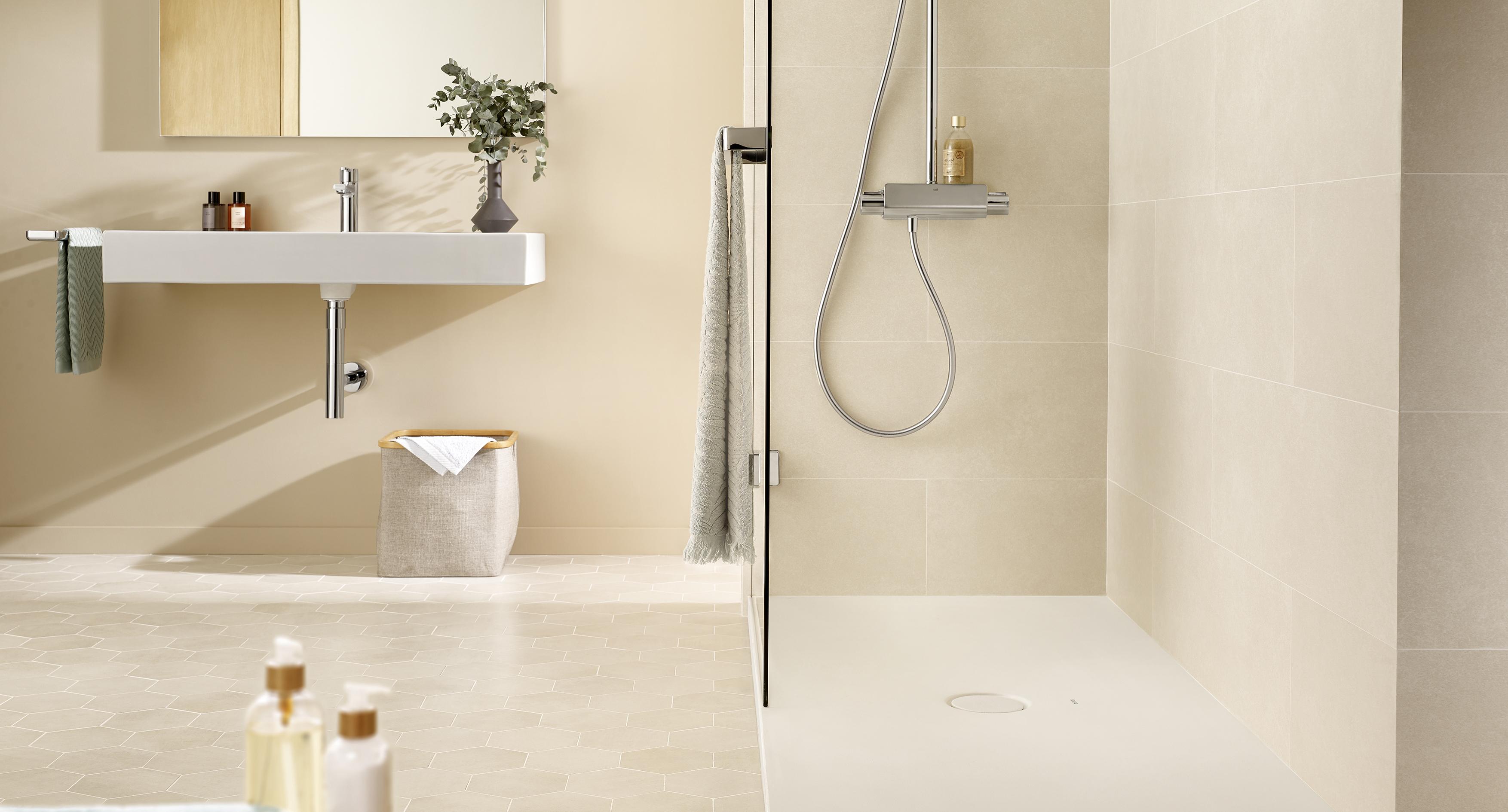 Tres estilos para baños pequeños con ducha │ Roca Life
