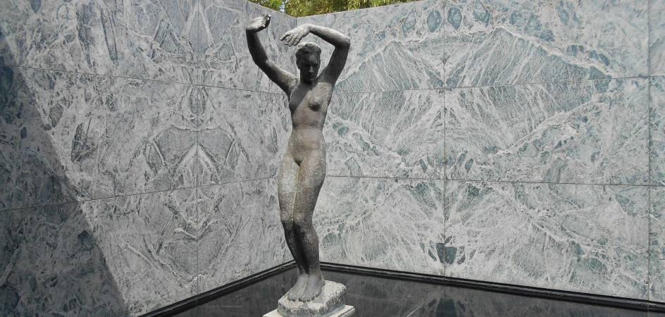 MIES VAN DER ROHE INSPIRA LA COLECCIÓN DE AZULEJOS DE BAÑO MID-CENTURY MODERN DE ROCA